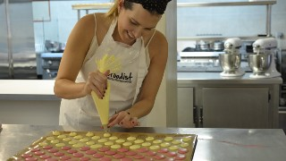 Advanced Macarons Class in Paris Step 6